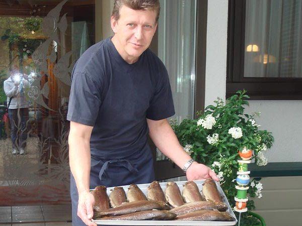 Forellenhof Malter – Chef mit Forellen
